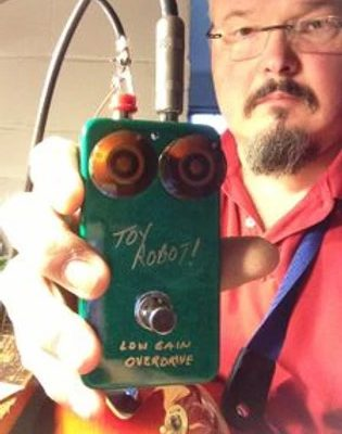Greg Lounsberry with the Toy Robot! Low Gain FET/Germanium (diode) Overdrive. This is the Gold Sharpie version!